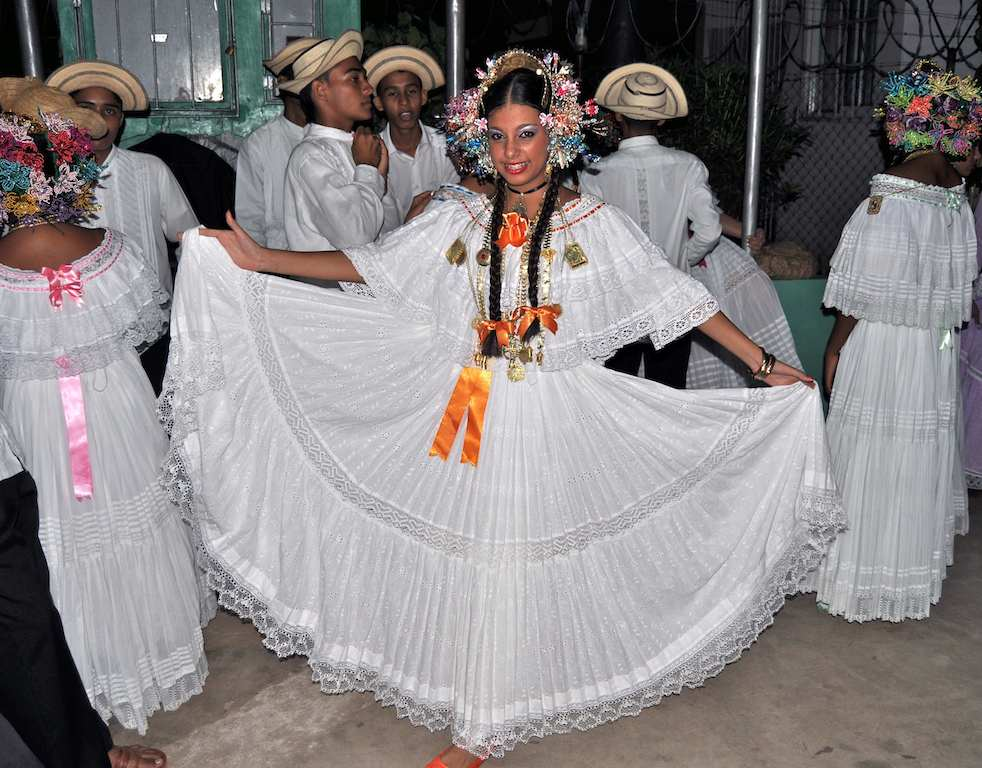 Panamanian Pollera