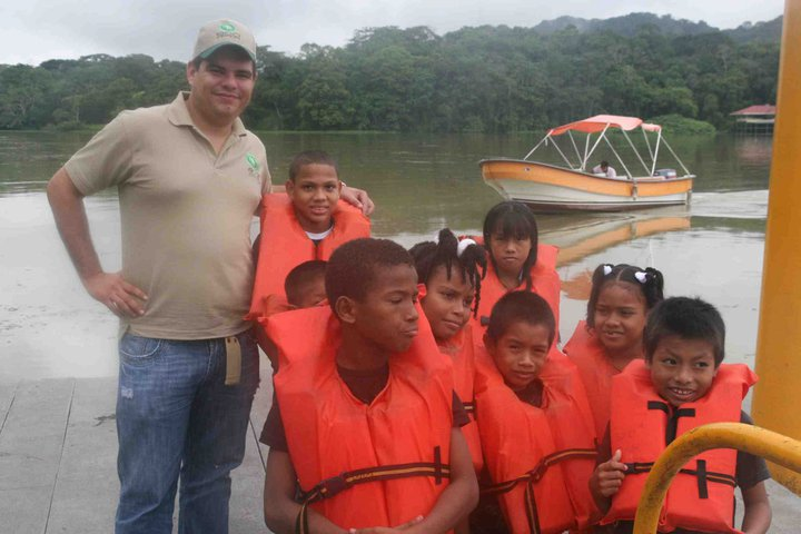 Children of Casa Esperanza on a Boat Tour with EcoCircuitos