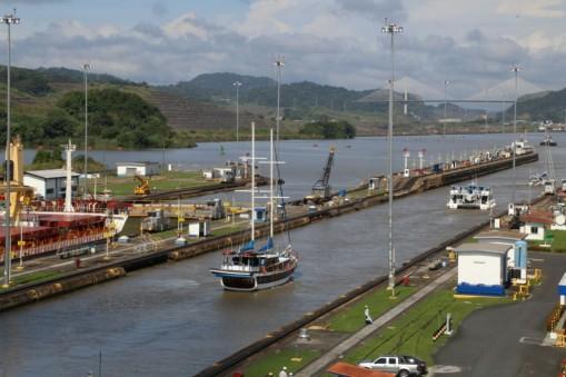 canal tour panama sail ship miraflores