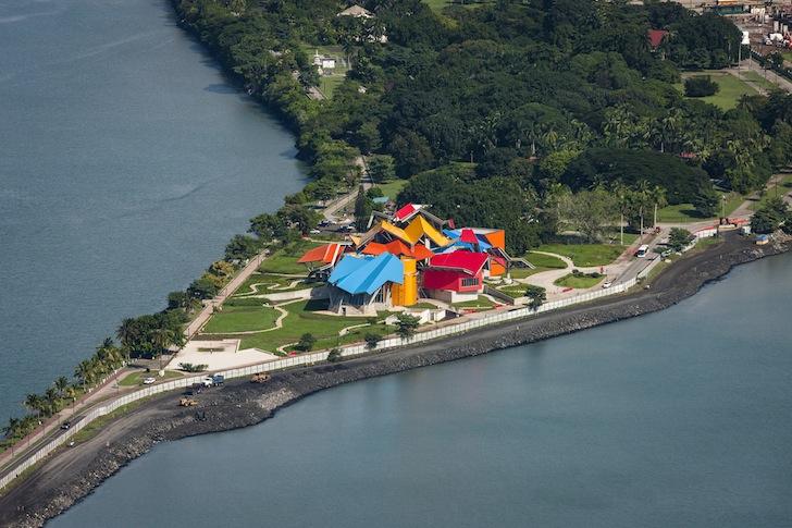 El Biomuseo abre sus puertas al p˙blico el 2 de octubre de 2014.